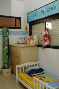 kids bed room in migdalim for families